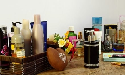 MAKEUP AND TOILETRY PRODUCTS- TOP 10 INGREDIENTS TO AVOID –