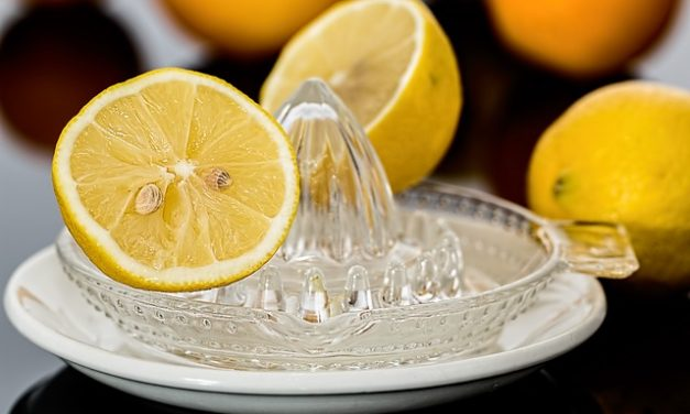 7 HIDDEN HEALTH BENEFITS OF LEMONS